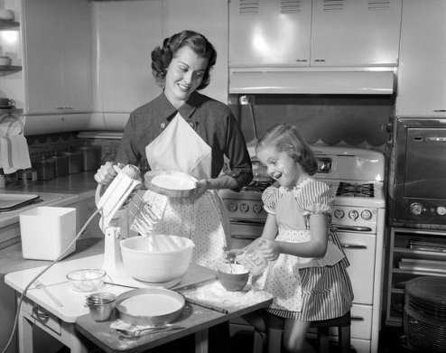 1950s-mother--daughter-baking-a-cake-vintage-images
